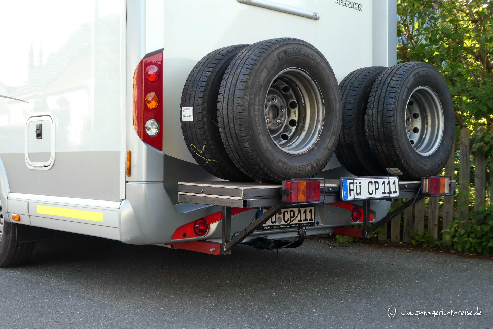 Heckträger Reifen und Quad Carthago Wohnmobil